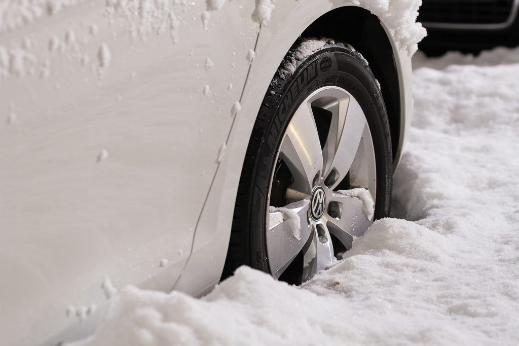 How to Handle Your Vehicle in Snowy Conditions - Warren Collision Center Explains